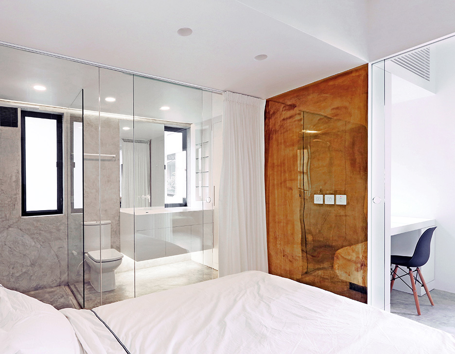 h-residence, rocker-lange, Hong-Kong, brass mirror,